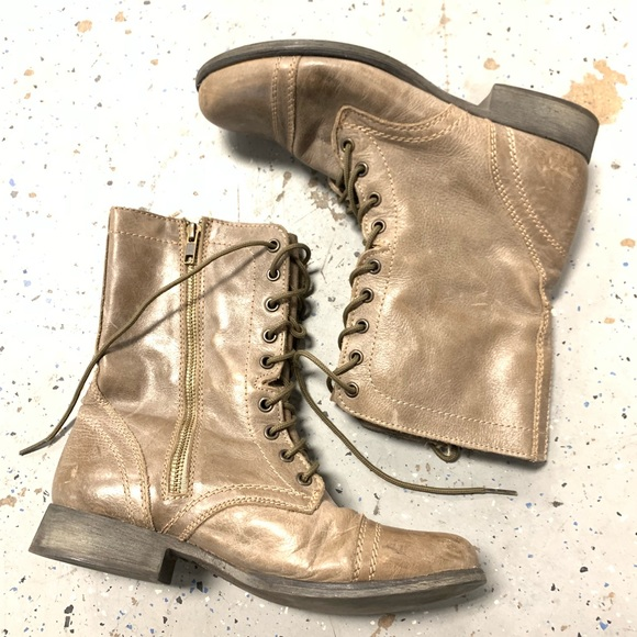 Steve Madden Shoes - Steve Madden Lace Up Boot Size 9